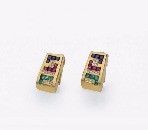 1019. earrings